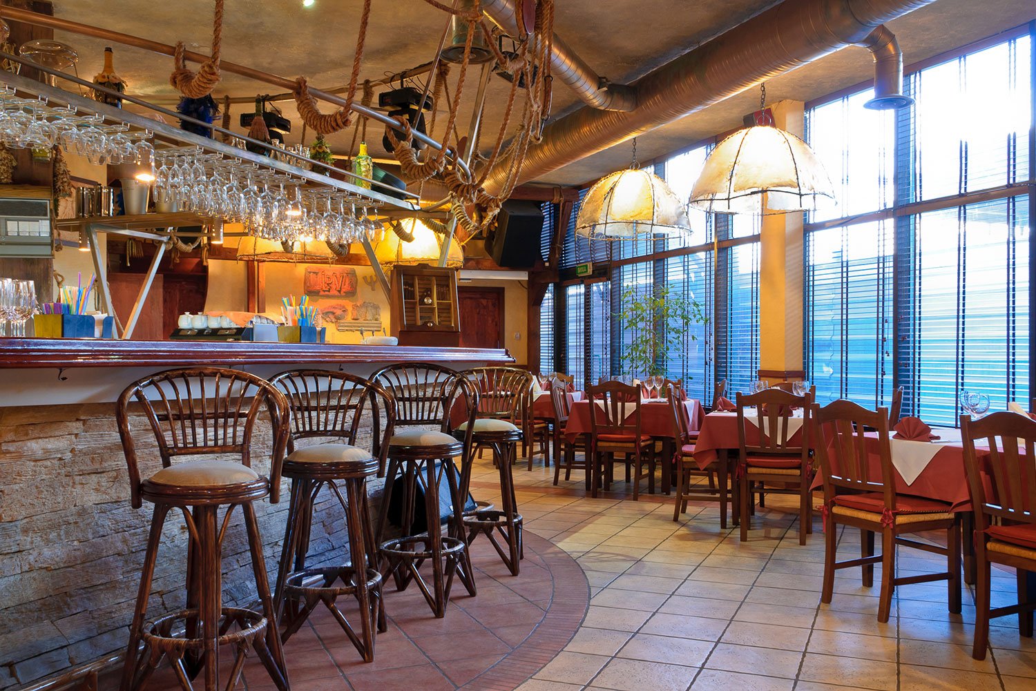 /media/listings/1000/Perfect-Restaurant-Building-Inside-02-1500x1000.jpg